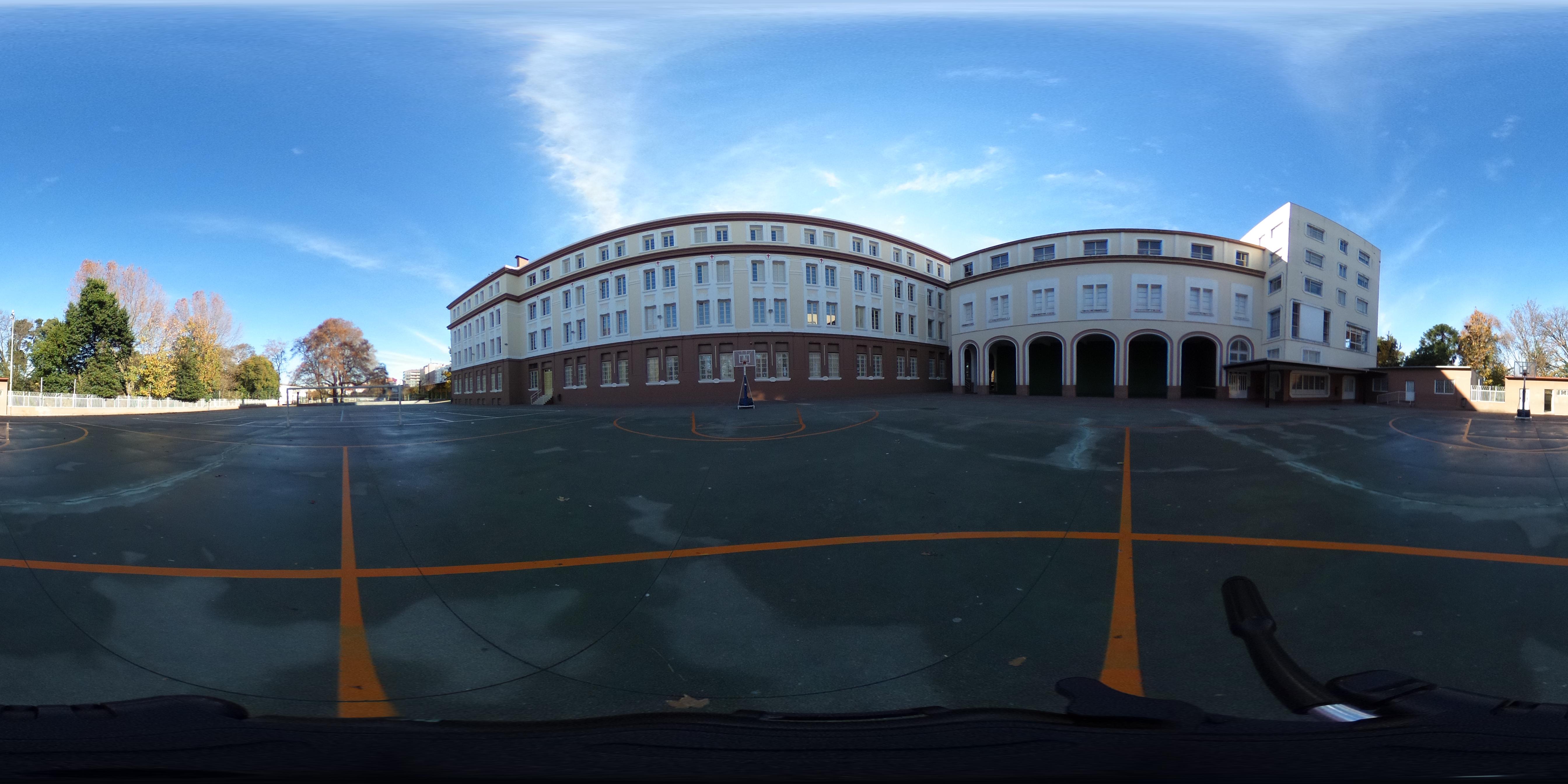 Campo de fútbol e edificio nobre