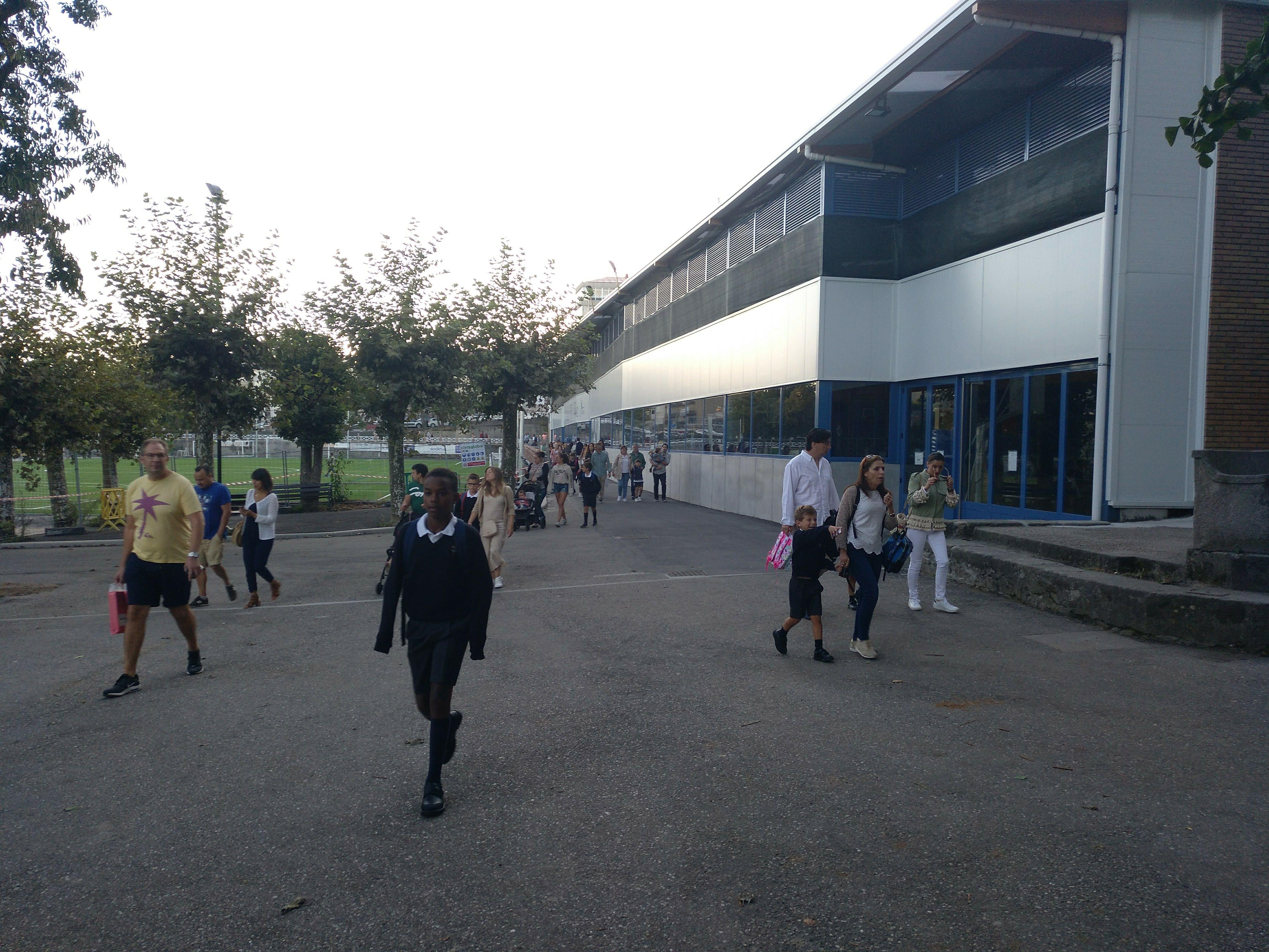 Entrada ao Colexio polo pavillón