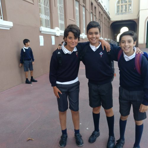 Nenos de Primaria chegan ao cole