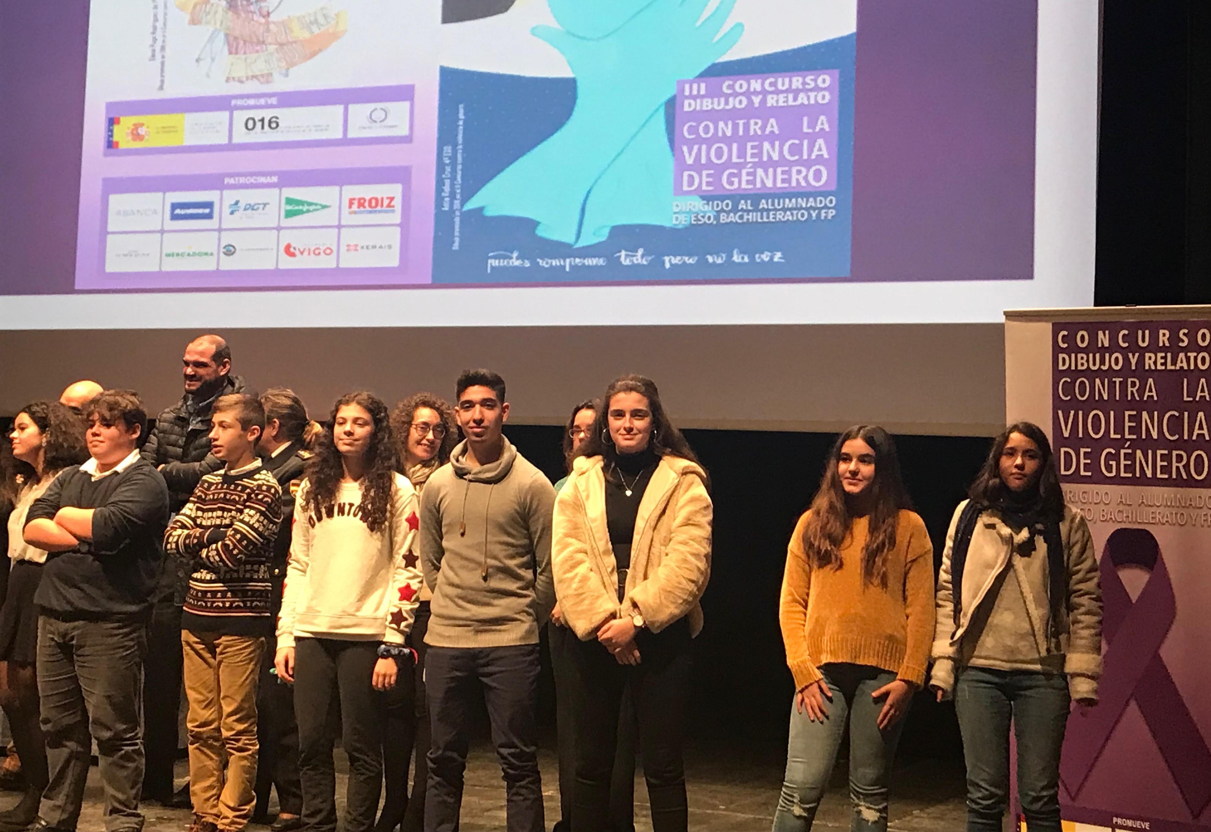 Dous alumnos, premiados polos seus debuxos e relatos sobre a violencia de xénero