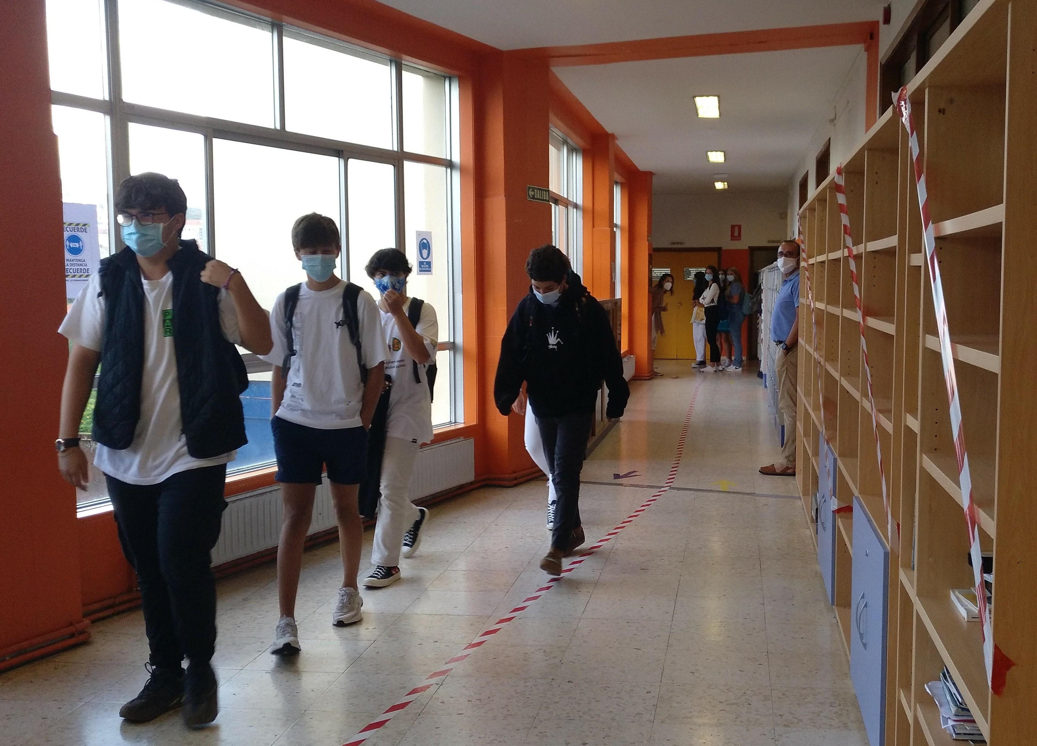 Enquisa sobre a volta ás clases no Colexio Apóstol Santiago